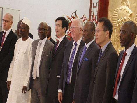 Le Président du Groupe Rio Tinto Sam Walsh lors de sa visite en Guinée.