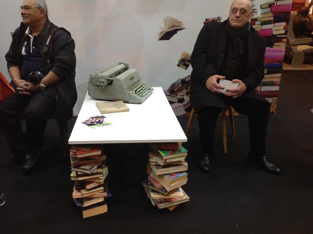 Salon du livre: Exposition d'une machine à écrire