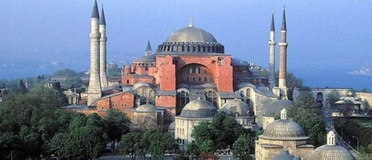 Article : Le musée de Sainte Sophia d'Istanbul reprend son statut de mosquée